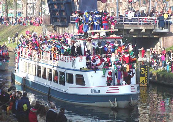 File:Sint-intocht-boot.jpg